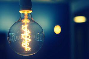 Por que se encienden las bombillas