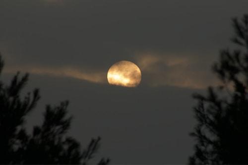 Por que se mueven el sol y la luna