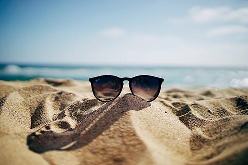 Por que son oscuras las gafas de sol